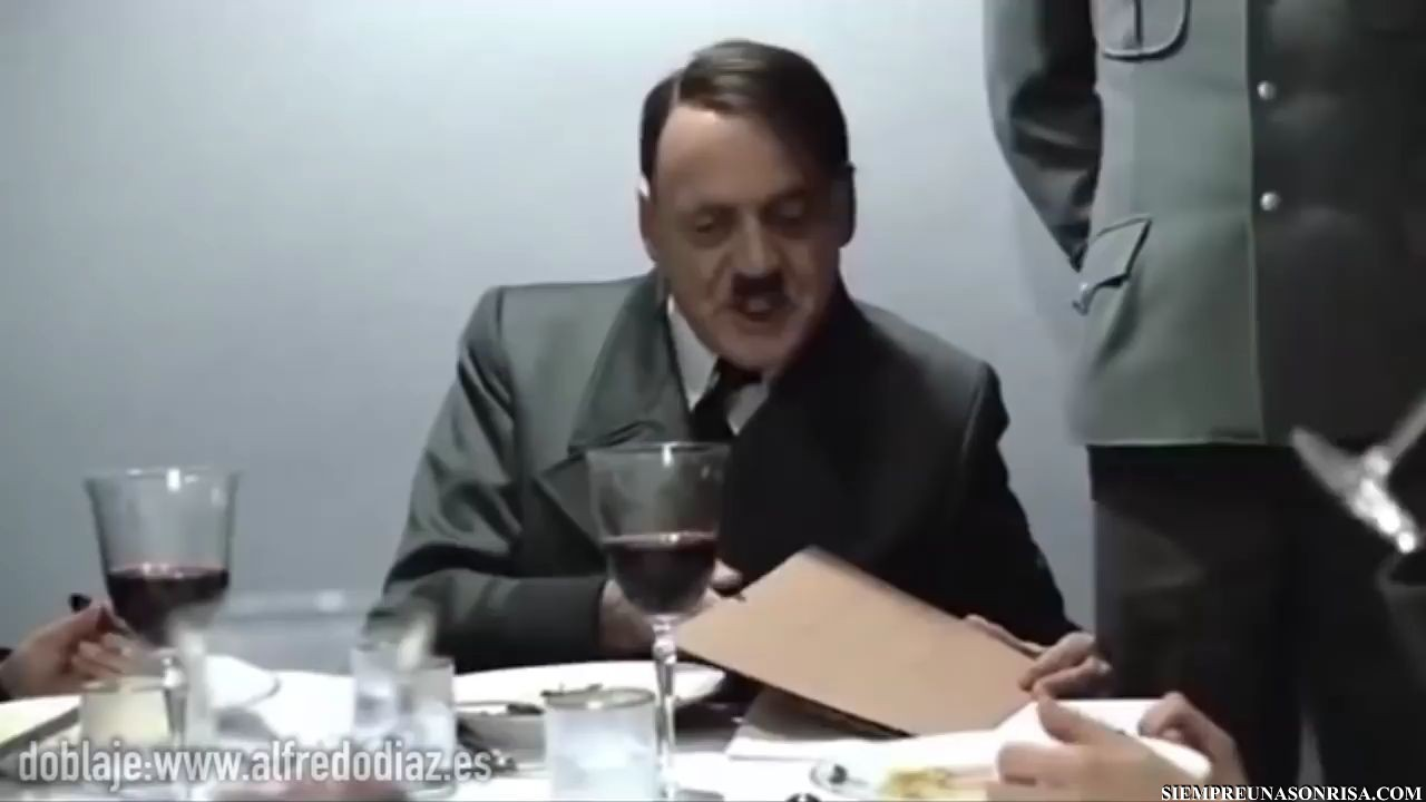 WhatsApp Video 2018 05 11 at 20.56.35 thumb0 - Hitler y el cómeme el Donut