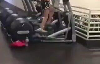 Cuando te quedan 5 minutos para expirar el bono del gym JAJAJAJA miniatura
