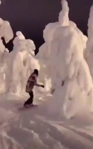 Impresionante! - Haciendo snowboard en Finlandia miniatura