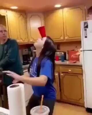El padre está muy orgulloso. Se ha quedado sin palabras