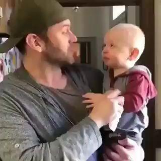 bebes divertidos, videos virales, padres e hijos miniatura