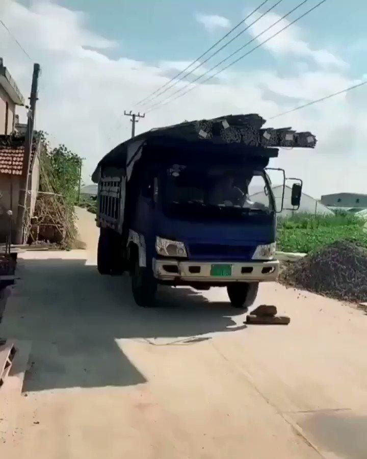 Un genio es lo que es este camionero