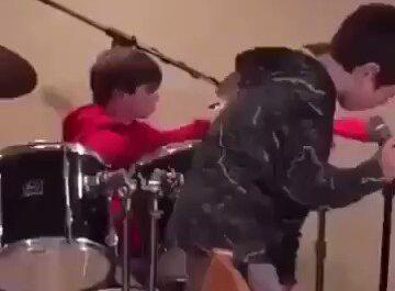 videos niños, grupos de musica, banda musical,fails,caidas,improvisación