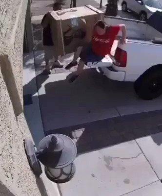 Cariño bájate del coche….