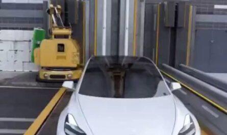 Como cambiar las baterías en un Tesla. xD