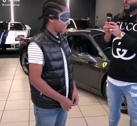 Qué hizo para que le regalaran este coche ? Leo sus opiniones