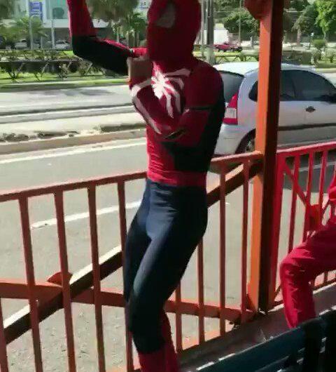 Spider Man dando lo mejor