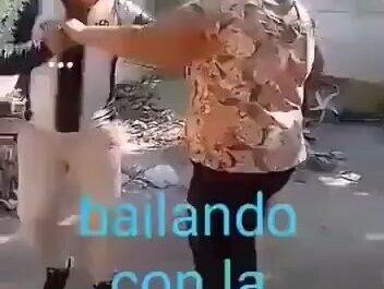 suegra videos graciosos bailando con la suegra miniatura