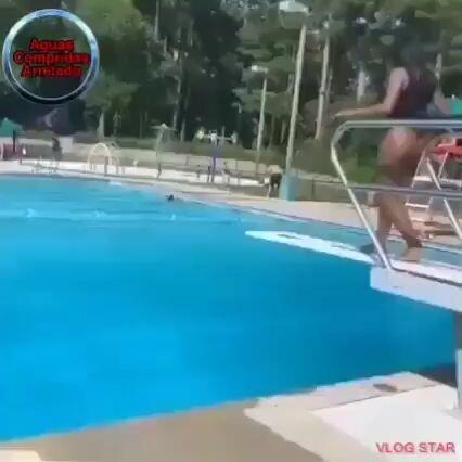 Truco para no mojarse el cabello en la piscina